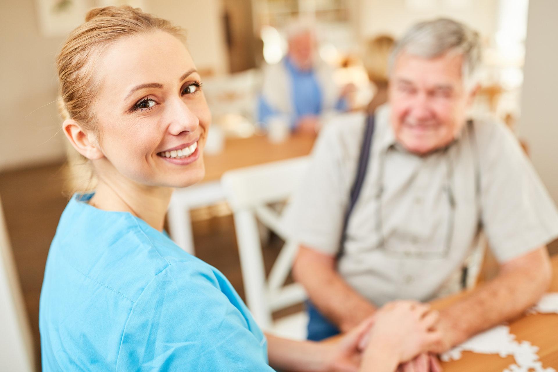 Zwei Drittel der Pflegekräfte überlastet